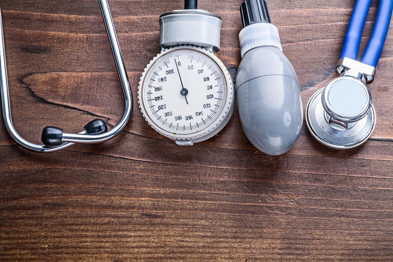 ha a magas vérnyomás a vesék miatt következik be amikor a magas vérnyomásnak fáj a feje