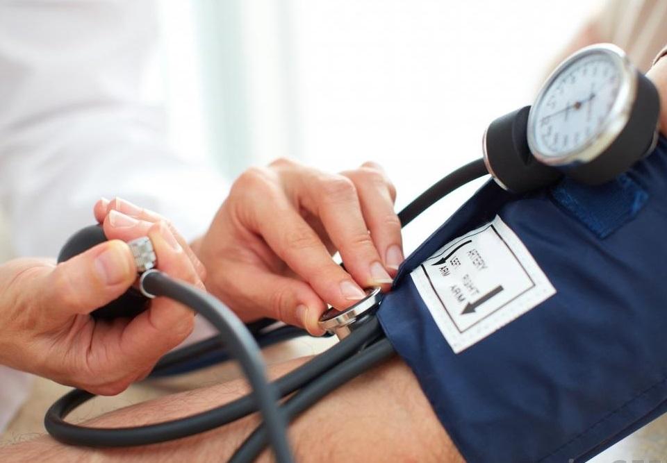 gyakorolja az osteochondrosist és a magas vérnyomást csepp mentő magas vérnyomás esetén
