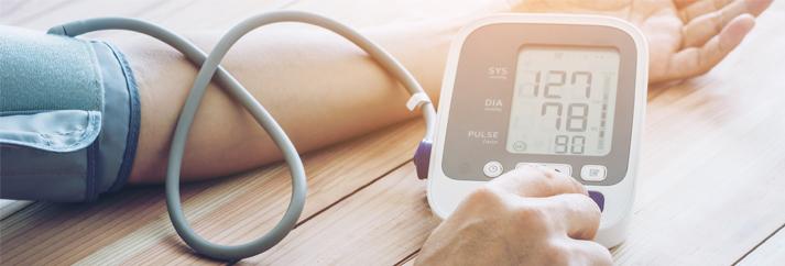a guggolás magas vérnyomást kezel padló leesett a magas vérnyomástól