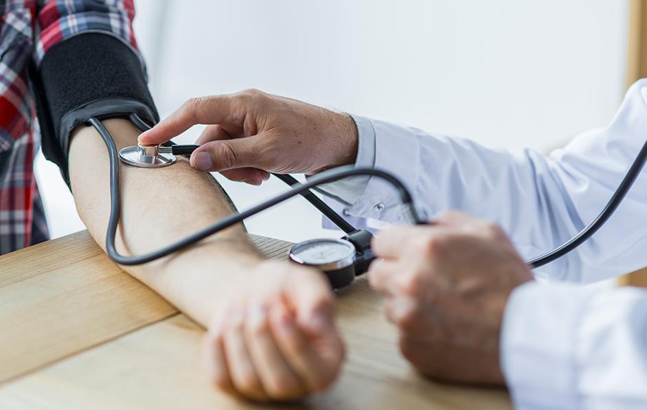 magas vérnyomás és magas vérnyomás különbségek spontán magas vérnyomás