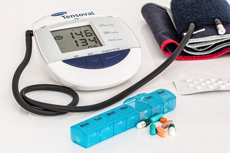 magas vérnyomás hányinger